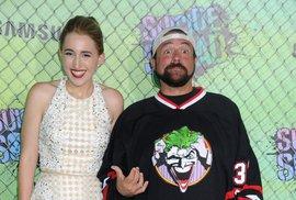 Kevin Smith a jeho dcera, která se také jmenuje Harley Quinn, na premiéře.