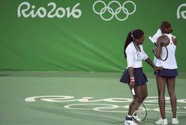 Zklamané sestry Williamsovy. Venus a Serena podlehly Lucii Šafářové a Barboře Strýcové