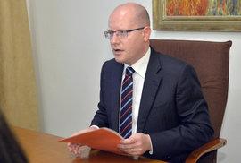 Premiér Sobotka o Haškovi raději mlčí. Jeho průšvih přitom může ČSSD přijít hodně draho