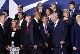 Summit NATO ve Varšavě. V popředí americký prezident Barack Obama a český prezident Miloš Zeman