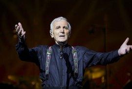 Zemřel francouzský šansoniér Charles Aznavour. Složil přes 1000 písní, bylo mu 94 let