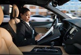 Největší výzva autonomních aut? Odhadnout chování chodců, zvlášť v éře zombíků s chytrými mobily