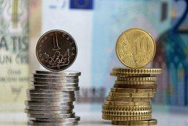 Euro levnější nebude. ČNB rozhodla o pokračování intervencí