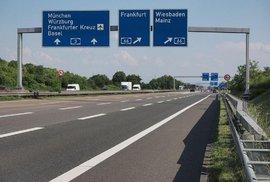 Mýtné nastoupí. A z německých dálnic možná zmizí neomezená rychlost. Kvůli ekologii