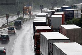 Důležitá dohoda. Směrnice, která má české firmy vyhnat ze Západu, se nebude vztahovat na dopravu