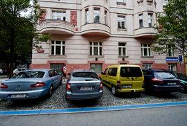 Praha rozšiřuje parkovací zóny aneb Když někdo nemyslí hlavou, ale zadkem