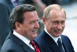 Německý exkancléř Schröder slaví 75. narozeniny. Je popáté ženatý a politiku vyměnil za práci pro Rusy