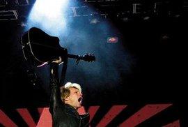 Velkým jménům se daří. Prověřeným veteránům jako Bon Jovi(na snímku) nebo U2 se podařilo vyprodat všechny svékoncerty, Lady Gaga dohání výnosnost kvantitou
