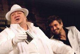 Brilantní Falstaff.Ostravský herec NorbertLichý (na prvním snímkuvlevo) připomíná nejlepšíherce, kteří kdy postavuFalstaffa interpretovali