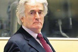 Karadžič dostal doživotí ze genocidu. Odvolací soud zpřísnil bývalému vůdci bosenských Srbů trest