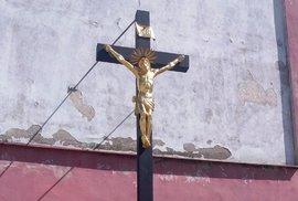 Sněmovna schválila zdanění státních náhrad církvím