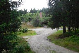 Bývalý důl Přebuz: pozůstatky úpravny a trafostanice