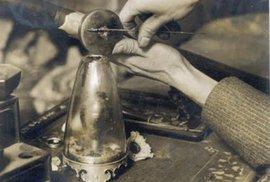 Stařena z Brna nechtěla vypít otrávený čaj, tak ji zavraždili sekerou