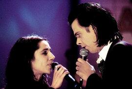 Se zpěvačkou PJHarvey prožil Cave krátký, ale intenzívní románek
