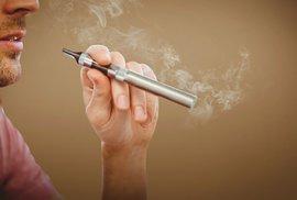 randit s někým, kdo kouří cigarety