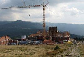 Stavba Petrovy boudy v Krkonoších