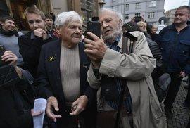Jiří Brady na Strossmayerově náměstí na akci projektu Terezínská štafeta