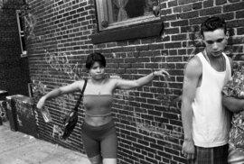 """""""Moje fotografie zachycují divoký elán a naději těchto mladých mužů. Konflikt mezi dobrem a zlem, násilím a láskou, chaosem a rodinou. To je hlavní námět těchto snímků. Nejde ale o nějaké dokumentování. Ani o žádný příběh. Jde jen o ten pocit,"""" tvrdí Stephen Shames."""