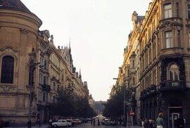 Jak vypadalo hlavní město Československa bez turistů? (1975)