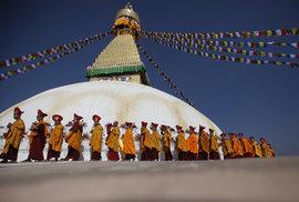 V Nepálu loni slavnostně otevřeli buddhistický chrám Boudhanath Stupa, který byl poničen během loňského zemětřesení