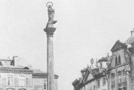 Mariánský sloup na Staroměstském náměstí v Praze roku 1885.