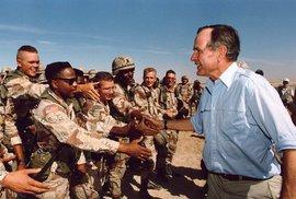 Prezident George Bush st. navštívil vojska během války v Perském zálivu.