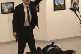 Ruský velvyslanec v turecké metropoli Ankaře Andrej Karlov se dnes stal cílem útoku neznámého střelce