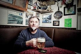 Písničkář Václav Koubek: Oligarcha nás všechny vybrabčil