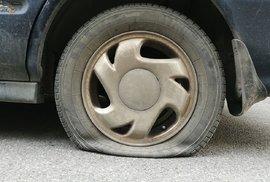 Hloubka dezénu není všechno. Jak poznáte ojeté pneumatiky?