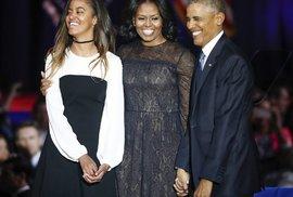 Obamovi, zleva: Malia, Michelle a Barack.
