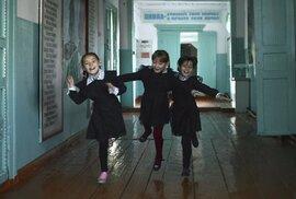 Sto dvacet let stará škola v Marijsku: krutá realita současného Ruska na poetických …