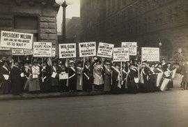 My chceme volit! Newyorská demonstrace na podporu volebního práva žen proběhla před 105 lety