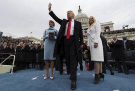 Donald Trump se po inauguračním ceremoniálu vítá se svojí rodinou