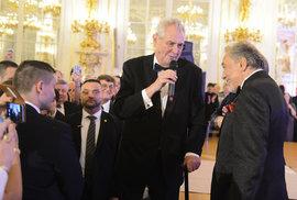 Vláda schválila přejmenování Miloše Zemana na Karla Gotta. Ovčáček by se měl nově jmenovat Bertramka
