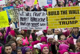 Růžový protest. Washington manifestuje za práva žen, počet účastníků se odhaduje na půl milionu