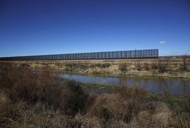 Pohraniční bariéry mezi USA a Mexikem