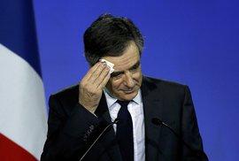Francouzský kandidát na prezidenta Fillon čelí dalšímu skandálu. Nechal si nakoupit oblečení za milion korun