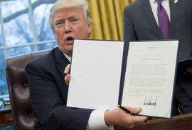 Dozvuky Trumpova protiimigračního opatření: Ministryně bez práce, útok Amazonu a miliardy dolarů v ohrožení