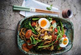 Nudle Bami Goreng - typické indonéské jídlo. Ochutnat další speciality bude moci v Praze na nádvoří Náprstkova muzea na Festivalu indonéské kultury.