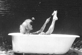 Naivní, ale krásné fotografie modelek pod vodou, které vznikly před 80 lety.