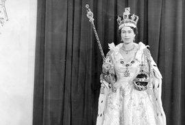 Britské korunovační klenoty v plechovce od sušenek. Jaký byl příběh klenotů za druhé světové války?