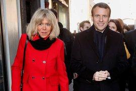 Macron napsal jako student peprný román inspirovaný románkem se svou pozdější manželkou