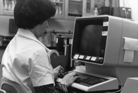 Internet slaví 25 let v Česku. Denně si pošleme přes 60 milionů emailů, milujeme horoskopy a zprávy