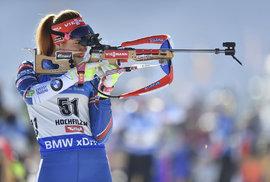Gabriela Koukalová při střelbě ve vytrvalostním závodě na MS v Hochfilzenu