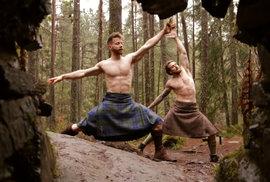 Cvičení, které boří stereotypy. Kilt jóga pro drsné muže je hitem internetu