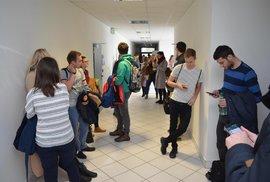 Studenti Ekonomicko správní fakulty Masarykovy univerzity v Brně čekají na svého nového vyučujícího Václava Klause.