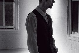 Fotograf Antonín Kratochvíl Reflexu exkluzívně poskytl známé ineznámé fotografie Davida Bowieho, které vznikly koncem devadesátých let naManhattanu pro dnes už neexistující losangeleský časopis Detour.