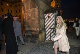 Příznivci Miloše Zemana jdou na Hrad.
