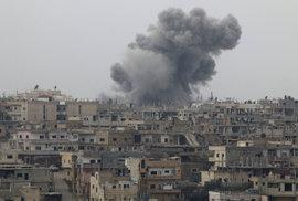 Při výbuchu náloží v Damašku zemřelo podle televize 40 lidí