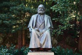 Socha Karla Marxe v Karlových Varech.